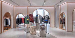 طراحی دکور فروشگاه لباس